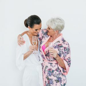 9 Ways to Make Your Mum Feel Special on Your Wedding Day!