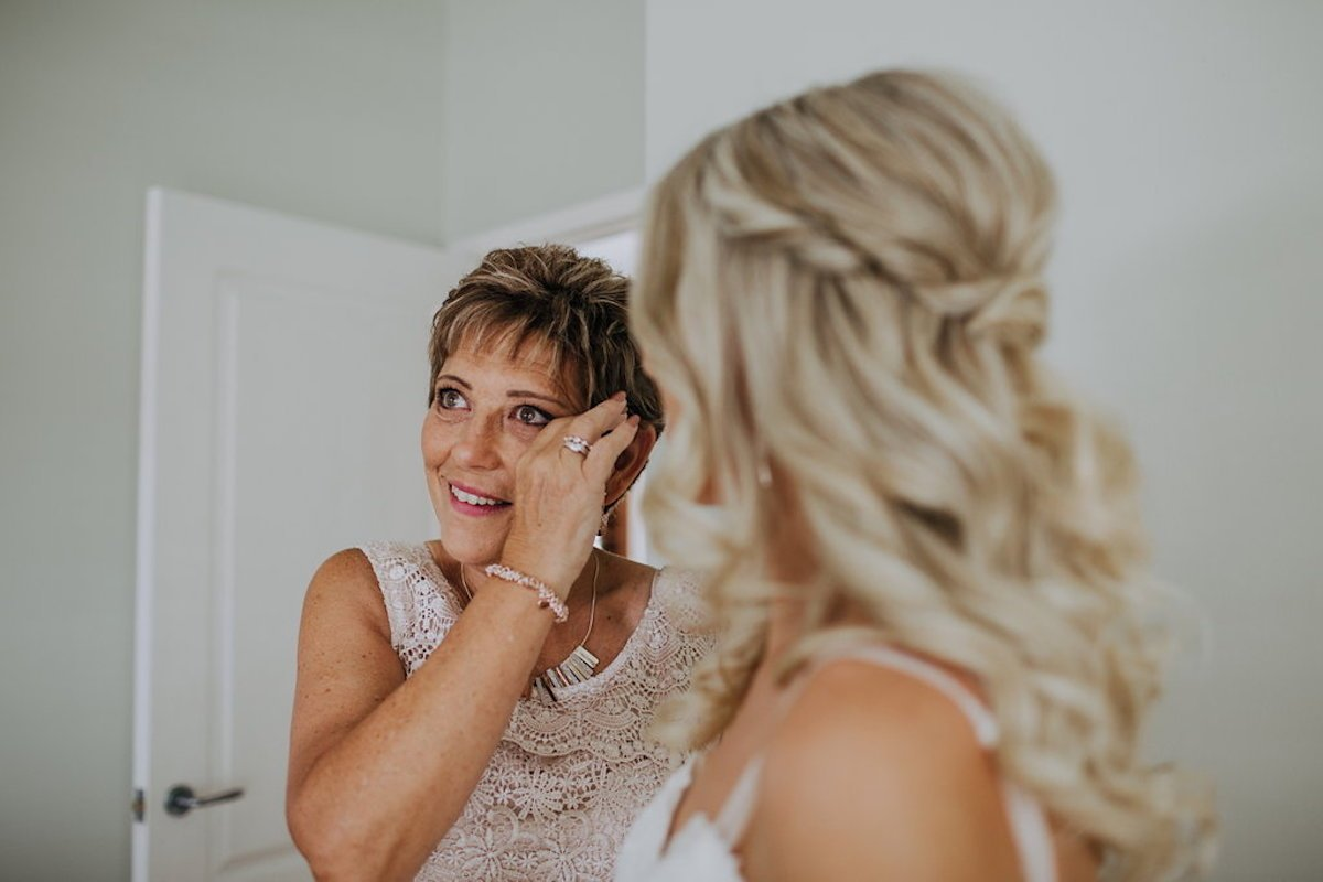 9 Ways to Make Your Mum Feel Special on Your Wedding Day! With Tweed Coast Weddings (7)