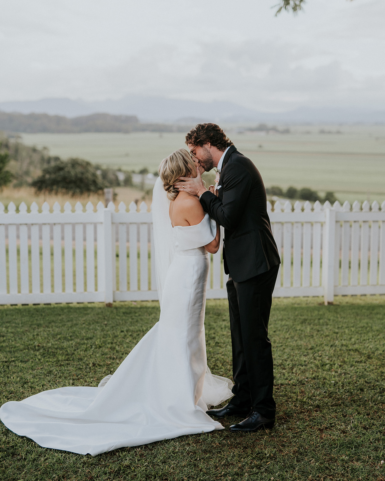 REAL WEDDING :: Minnie + Brian, Fins Plantation House Tweed Coast Wedding